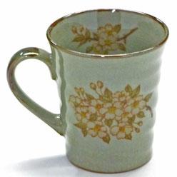 九谷焼通販 おしゃれなマグカップ マグ 左利き様用 しだれ桜 中裏絵 正面の図