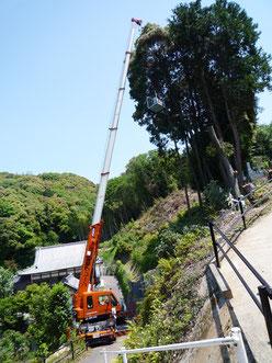昭和クレーンでは急な斜面も経験豊富!岐阜、愛知での作業ならお任せください