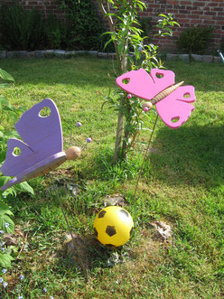 Papillons en bois de ch^ne et lasures opaques.CCL ébéniste.Pour la décoration de jardin