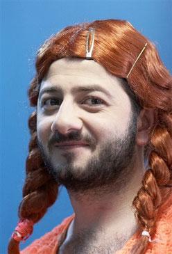 Рыжая бородая кокетка с косичками - Мишаня точно покорит Европу!