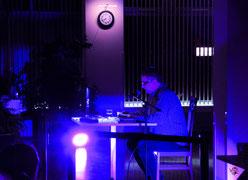 Stephan Hähnel liest bei der Lesenacht an der M8 2020 in der ADTV-Tanzschule zur Satire-Nacht aus seinem Buch.