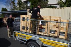 Neuseeland - Motorrad - Reise - Auckland - Holzkisten für die Verschiffung nach Südamerika beim lokalen BMW Händler abholen
