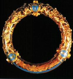 reliques de la Passion amenées par Louis IX en 1239 et exposées à Notre-Dame de Paris. C'est de l'idolâtrie. Nous devons rejeter l'idolâtrie liée à l'adoration de reliques, lieux, objets, personnes et même anges...