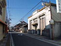 旧本陣跡に建つビル