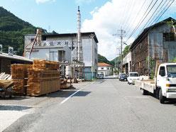 木曽川畔の木材工場地区