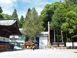 諏訪神社秋宮の御柱