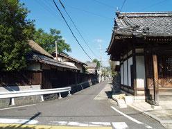 金堂への道