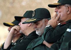 Qasem Soleimani  (nr. 2 fra højre )