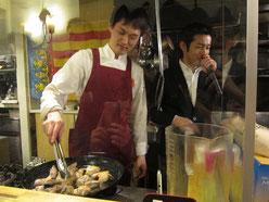 Vale Paella パエジェーロの小林シェフ(左)と日本パエリア協会発起人の栗原シェフ