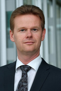 Peter Gerber will succeed Karl Ulrich Garnadt as new cargo CEO effective 1. Mai 2014  /  source: LH Cargo