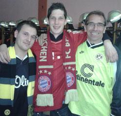 Strahlende Gesichter vor dem großen Finale - Ch.Dümmler und Manfred Barthelmeß (beide BVB) mit M.Teutsch (FCB)