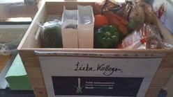 Eine Kiste voll Lebensmittel