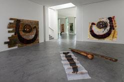 Gustav Kluge, Ausstellungsansicht zu ROTE WATTE im Museum Lothar Fischer. Foto: Andreas Pauly