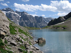 Le lac de la Vogealle avec le Tenneverge au fond