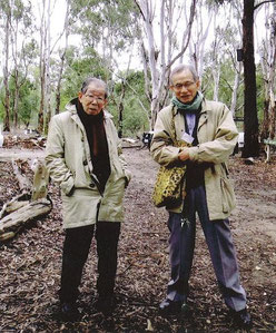 ▲日野原先生(左)と原会長(右) 豪州にて