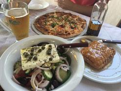 Trattoria Restaurant auf Naxos ( Griechenland) Travelfood. Greek Salat. Pizza Greka.