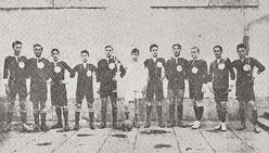 Primera foto del Llodio Club, iniciador de todos los clubes futbolísticos llodianos. Vestía con los colores del pueblo, es decir, camiseta verde con puños blancos y pantalón negro