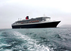 Queen Mary 2 auf Reede