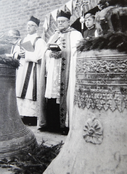 11.10.1952: Trinitatisglocke mit Blattornamenten und Allsehendem Auge