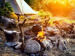 Dies ist eine typische Lagerfeuersituation bei unserem Survivalseminaren.