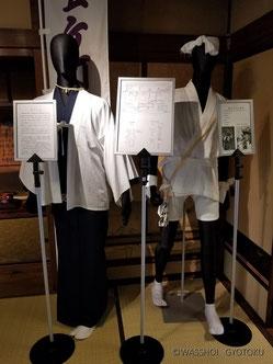 左:白丁の衣装 右:担ぎ手の衣装  (展示:行徳ふれあい伝承館)