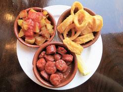 Spanische Tapas: Chorizo, Papas Bravas
