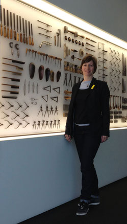 Evelyn im Schmuckmuseum Pforzheim