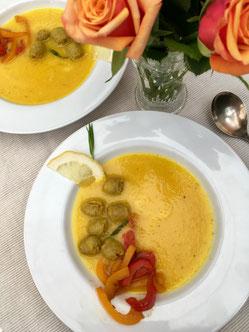 Paprika-Safransuppe auf Kraftsuppenbasis