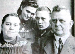 Bild der Familie Könzgen in der Gottfried-Könzgen-Kapelle