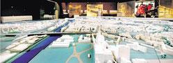 """Bei der Ausstellung """"Dynamik und Wandel - Entwicklung der Städte am Rhein 1910 - 2010+ """" ist auch das große Duisburg-Modell zu sehen. WAZ-Foto: Stephan Eickershoff"""
