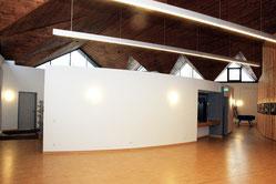 Im ehemaligen Kirchensaal entstanden neue Räume, in denen Kurse oder etwa Kinderbetreuung angeboten wird. Nur die Akustik ist teilweise schwierig. Es hallt. (WAZ-Foto: Michael Dahlke)