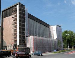 Nach wie vor ist die Liebfrauenkirche eingerüstet. Die Denkmalschützer haben endgültige Nein zur von der Stiftung Brennender Dornbusch vorgeschlagenen Sanierung mit energiesparenden Polykarbonatplatten gesagt. RP-Foto: Andreas Probst