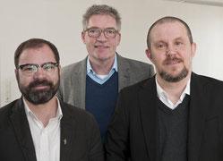 Stephan Koch, Bezirksamtsleiter Otmar Schuwerak und Stefan Müller (von links) wollen die Aufenthaltsqualität für die Flüchtlinge verbessern. (RP-Foto: Stadt Duisburg)