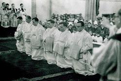Auf diesem Foto aus dem Bistumsarchiv ist Pastor Korth ganz links zu sehen.
