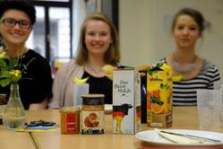 Augen auf beim Einkauf: Viele Produkte gibt es auch in Fairtrade-Qualität.
