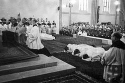 Sechs Männer wurden am 11. Februar 1958 in Duisburg zum Priester geweiht.