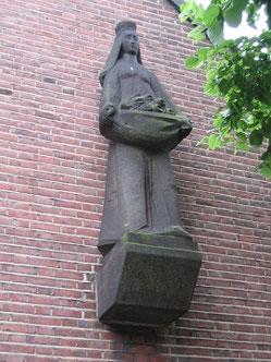 """Das """"Rosenwunder"""" der hl. Elisabeth von Thüringen an der Kirche in Duissern"""