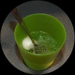 Gesmisch aus Kokosöl, Babyseife und Wasser für selbstgemachte Feuchttücher