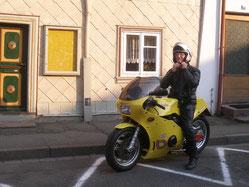 Günther auf seinem Gastmotorrad Bimota KB3