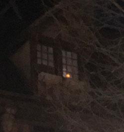 Petite bougie fragile, fragile… mais qui brille tout de même dans l'obscurité de nos nuits...