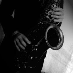 Als DJ in Kombination mit Saxophon ideal für jede Veranstaltung