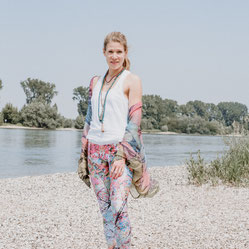 hello-balance: Yoga-Fotoshooting am Rheinstrand