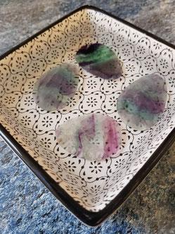 purification des pendentifs en pierres naturelles