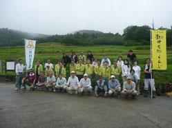 棚田の除草活動の様子(1)
