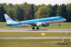 KLM Cityhopper Embraer ERJ-190-100LR 190LR ( niederländische Regionalfluggesellschaft  und ein Tochterunternehmen der KLM)