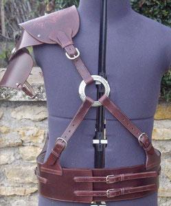 Création cuir utilisant une boucle
