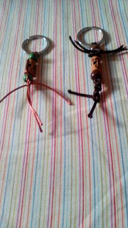 Llaveros artesanales con abalorios