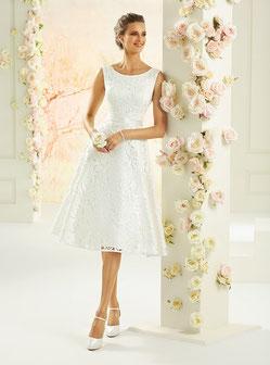 Foto: Braut im Brautkleid mit sehr viel Spitze