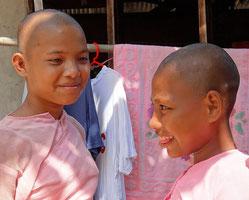 Monjas escolarizadas en Aung Zayar Min.
