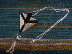 Collier triangle tissé peyote
